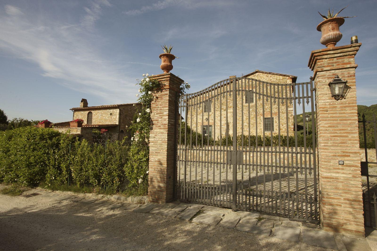 villa roncovisi 30 toscana film commission. Black Bedroom Furniture Sets. Home Design Ideas